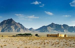 Caravansérail dans le désert sur la route de la soie.