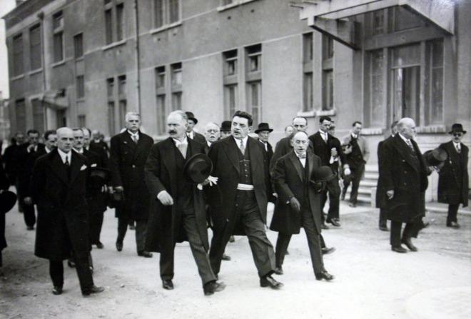 l-inauguration-de-l-hopital-de-grange-blanche-en-presence-du-president-de-la-republique-albert-lebrun-le-12-mars-1933-le-maire-de-lyon-dira-cet-hopital-a-ce-caractere-particulier-de-n-avoir-provoque-aucune-cri